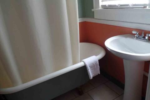 Bathroom w/t Claw Tub